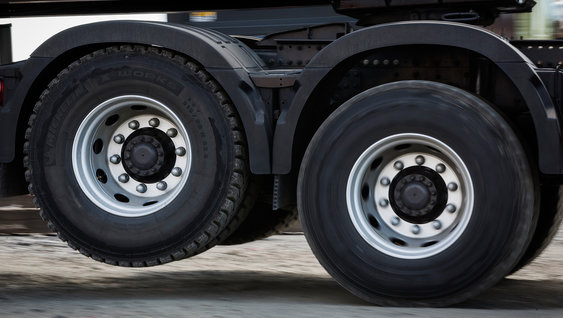 Lifted axle reduces fuel consumption by up to 3%